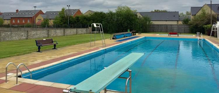 Facilities at woodstock open air pool west oxfordshire better for How to open a swimming pool in the spring