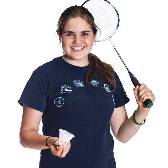 Twitter-Adult_female_playing_badminton.jpg