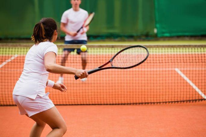 Couple_playing_tennis.jpg