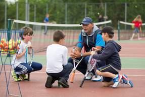 Coach_and_three_children.jpg