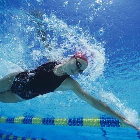 Swiming_Woman_Front_Crawl.jpg