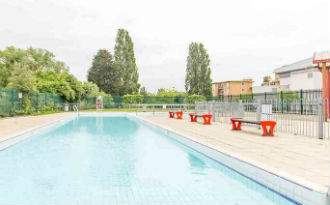 Finchley_Lido_Leisure_Centre.jpg